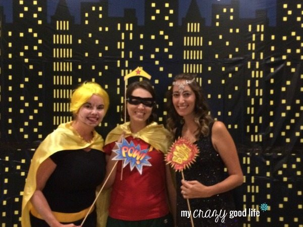 Family Halloween Costumes: Family Photobooth