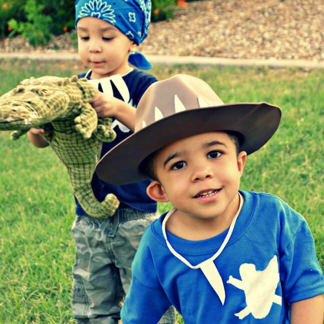 How cute are these gator boys costumes for tweens, kids, and families.