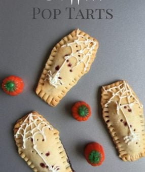 These homemade coffin shaped pop tarts are the perfect fun Halloween food! They're great as a special breakfast or even as a Halloween party food. Halloween Party Recipe | Fun Halloween Recipe | Easy Halloween Food for Kids