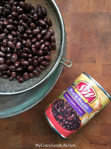 These black bean brownie protein bites are the perfect after workout snack! The protein in the beans helps repair your muscles, and the small brownie bite is the something sweet that you crave.