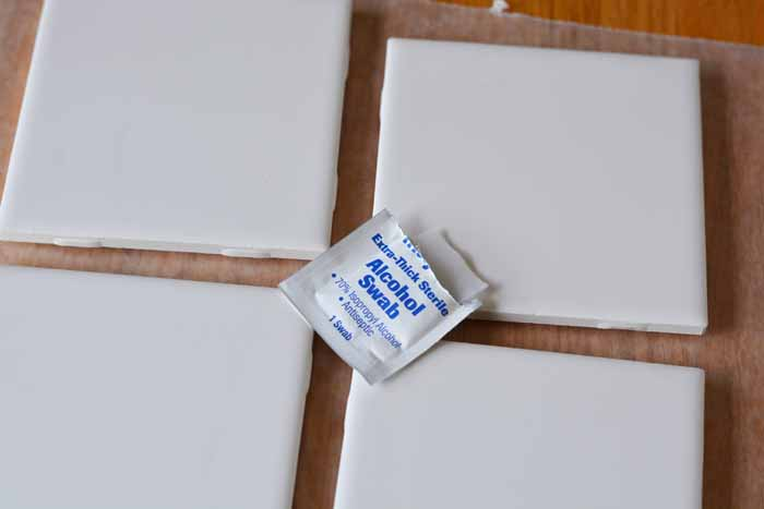 Being a travel lover is hard when there are no trips on the horizon. Fill the travel gap with these DIY Map Coasters, show off your love of travel in style!