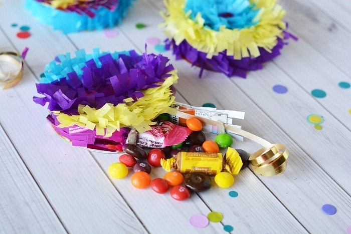 How to Make Mini Pinatas Favors