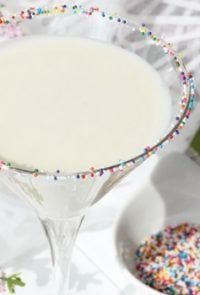 Do you love colorful and delicious beverages? This Funfetti Martini should do the trick! It's delicious, festive, and perfect for Spring.