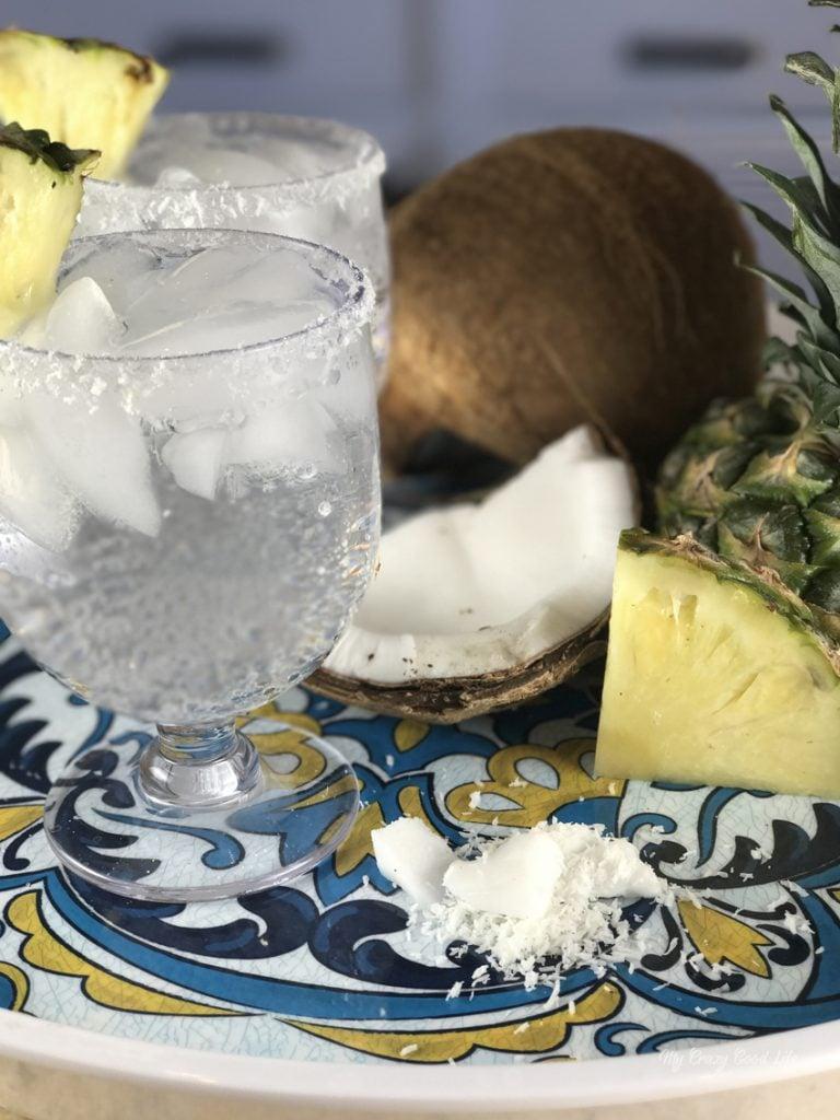 LaCroix Cocktails | 100 calorie pina colada