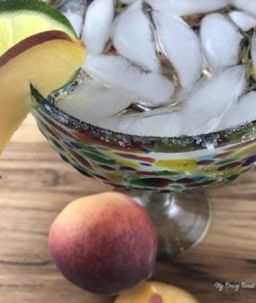Making a delicious cocktail doesn't have to be hard work. Take this 100 calorie peach margarita for example, it's quick and easy to make!