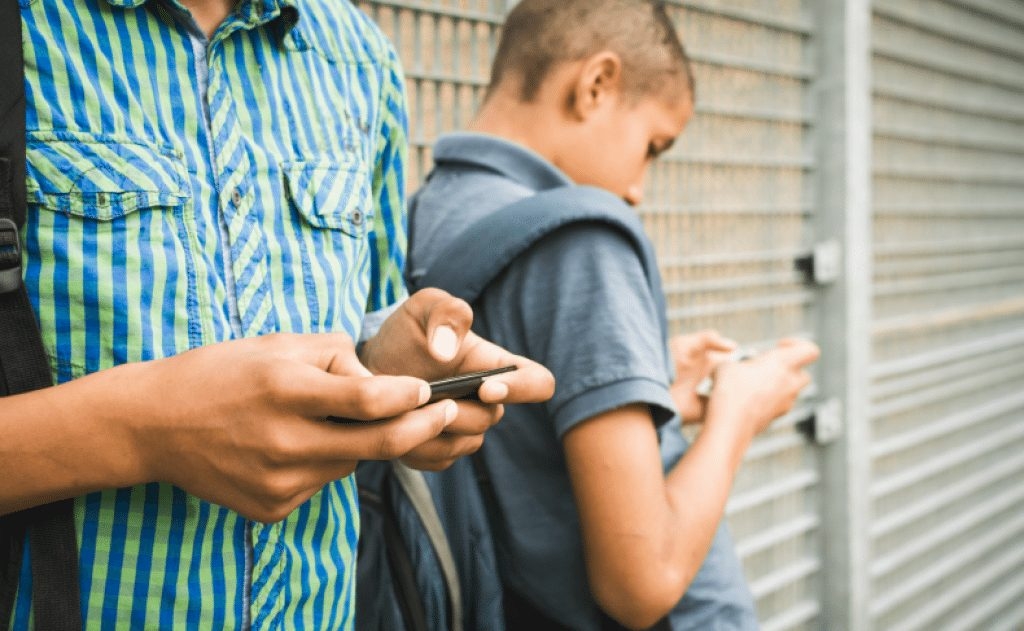 8 Phone Apps For Parents That Help Monitor Your Child Online