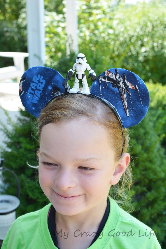Looking for Star Wars Mickey Ears? These DIY Mickey Ears are a super easy craft for your Disney trip! Star Wars Mickey Ears   Star Wars Ears   Star Wars Mickey Mouse Ears   Star Wars Mickey Ears Headband