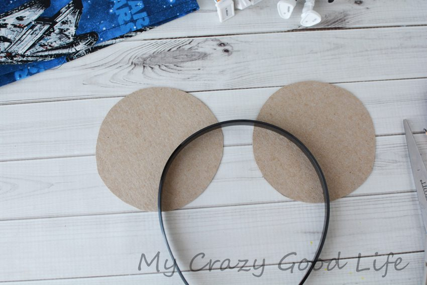 Looking for Star Wars Mickey Ears? These DIY Mickey Ears are a super easy craft for your Disney trip! Star Wars Mickey Ears | Star Wars Ears | Star Wars Mickey Mouse Ears | Star Wars Mickey Ears Headband