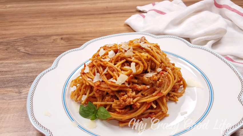 This Instant Pot Spaghetti is a healthier version of your favorite meal! Whole wheat noodles and low sugar sauce make it a great 21 Day Fix spaghetti recipe, too!