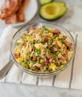 Start the day off right with this delicious Weight Watchers breakfast fried rice. It's filling, easy to make, and has lots of protein to get you going! #friedrice #weightwatchers #breakfastrecipes #breakfast