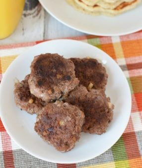 Making Weight Watchers breakfast sausage at home is easy and delicious. I'm going to show you how to make two different kinds, one sweet and one savory! You can pick your favorite or try them both and see what you think! #weightwatchers #recipes #freestyle #freestylerecipes #smartpoints #healthyrecipes #sausage #breakfast