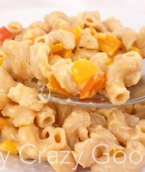 Making Weight Watchers mac and cheese is a must. This Instant Pot version is quick and easy. It's also hiding some veggies which is great for everyone! #weightwatchers #recipes