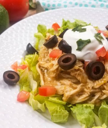 This healthy Enchilada recipe is perfect for cooking in the Instant Pot, slow cooker, or even on the stovetop. It's a family friendly enchilada bake recipe. 21 day fix enchiladas | healthy dinner recipe } healthy chicken recipe 2B Mindset dinner recipe | 2B Mindset lunch recipe #2BMindset #21dayfix #healthydinner