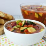 This gazpacho recipe is so easy and it makes for great leftovers! Gazpacho is a soup served cold, and is the perfect summer soup. Gazpacho Vegetable Soup has got tons of great flavors and is an easy healthy dinner | 21 Day Fix Gazpacho Soup | 21 Day Fix Soup | Healthy Soup | Cold Soup | Gazpacho Vegetable Soup Recipe #21dayfix #beachbody #21dfe