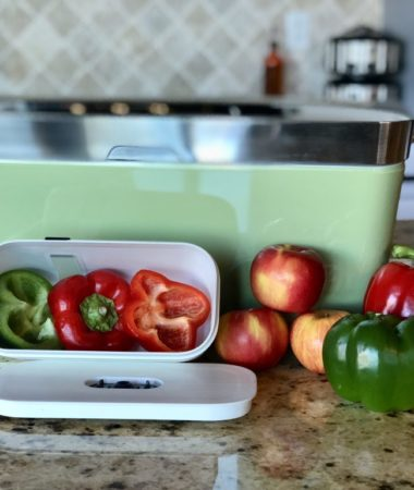Lots of meal prep sometimes leads to lots of food waste. I've been looking for a way to store my fresh foods so they last longer, and I'm so thankful to Vacuvita for sending their food storage system for us to try. It's a vacuum seal container as well as a vacuum seal bag system!