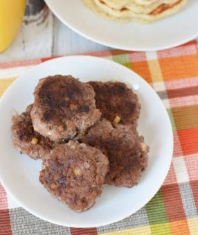 This sweet homemade sausage recipe is healthier than store bought sausage and tastes delicious! Healthy protein is the way to go, and I love that you can make this homemade sausage with ground chicken or turkey! It's an easy meal prep breakfast, and the perfect healthy breakfast recipe! #Low Carb #keto #21dayfix #beachbody #80DO