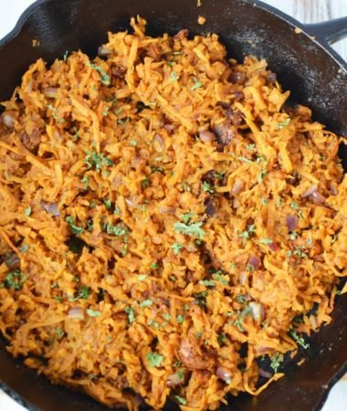 This sweet potato hash is so tasty and easy to make. If you are looking for a delicious recipe that the whole family will love, this is the one! #21dayfix #21dfx #recipes #21dayfixrecipes #breakfast #healthyeats