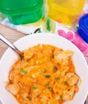 Buffalo Chicken anything is usually a bit hit in our house so I was excited to try out this recipe for the whole family. It's a tasty 21 Day Fix buffalo chicken mac and cheese made with cauliflower! The great thing about making this spicy cauliflower mac and cheese with chicken is that it's got a boost of protein so it's also approved for 2B Mindset! #2BMindset #21DayFix #recipes #instantpot