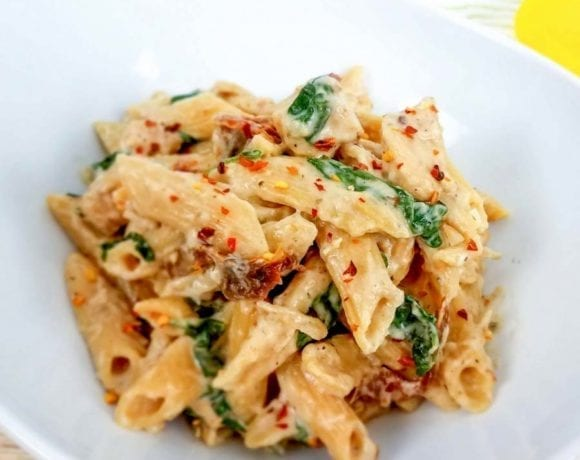 This creamy and healthy Tuscan Chicken Pasta will satisfy your craving without the calories! It's an easy healthy chicken recipe that your family will love, and you can cook it in your Instant Pot, slow cooker, or on the stove. 21 Day Fix Tuscan Chicken Pasta | Healthy Chicken Dinner Recipes | Best Chicken Recipes | Healthy Instant Pot Dinner Recipes | Healthy Slow Cooker Dinner Recipes #easydinner #healthydinner #2bmindset #21dayfix #beachbody #instantpot #slowcooker #crockpot #cleaneating