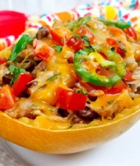 These spaghetti squash taco boats are perfect for meal prep lunches! Spaghetti squash bowls are a popular healthy meal idea, and you can add extra veggies to these if you need to, but they're already #veggiesmost! Spaghetti squash recipes are my favorite healthy dinner ideas right now, and this healthy taco bowl is one your entire family will love! Instant Pot Spaghetti Squash | Slow Cooker Spaghetti Squash | Spaghetti Squash Taco Bowl | Bakes Spaghetti Squash Taco Boat | Tex Mex Spaghetti Squash #21dayfix #beachbody #2bmindset #instantpot #slowcooker #crockpot #healthydinner #weightloss