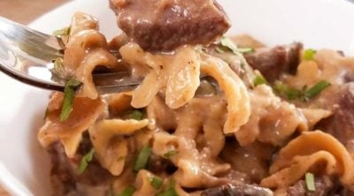 This healthy Weight Watchers Beef Stroganoff recipe is a delicious weeknight dinner that can be made in the Instant Pot, slow cooker, or on the stove! It's a healthy version of the classic beef strogrnoff recipe you love. Healthy Weight Watchers Dinner | Instant Pot Beef Stroganoff | Healthy Beef Stroganoff #weightwatchers #freestylepoints