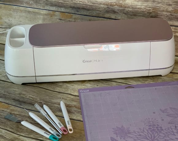 Wondering what Cricut Design Space is? Whether you're making vinyl crafts or DIY home decor with your Cricut machine, you'll need to learn to use Design Space! #cricut #designspace #vinyl #vinylcrafts