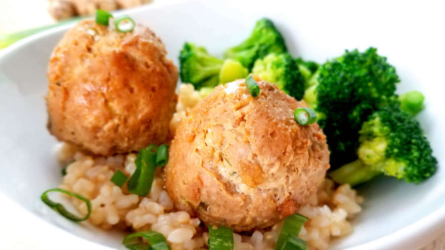 Teriyaki meatballs and rice with broccoli