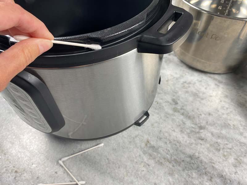 cleaning outer shelf of instant pot